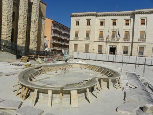 Corriere del sud in fase di sistemazione la fontana di for Arredo sud messina